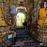 ミャンマーのありがたい仏像は電飾がすごいです(笑)