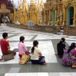 国民の大半は敬虔な仏教徒